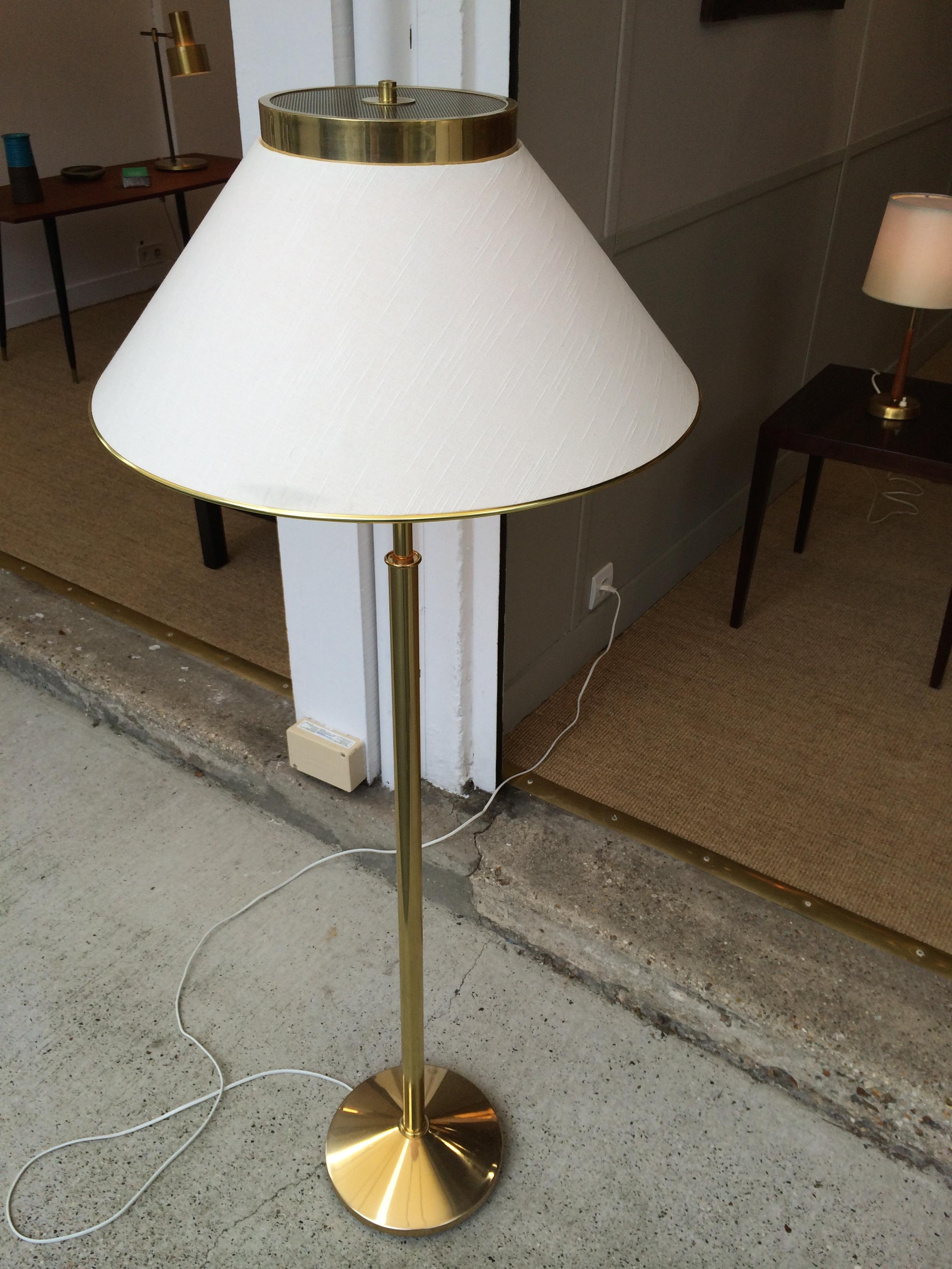 paire de lampadaires en laiton dor et abat jour tissu nafa 80 s. Black Bedroom Furniture Sets. Home Design Ideas